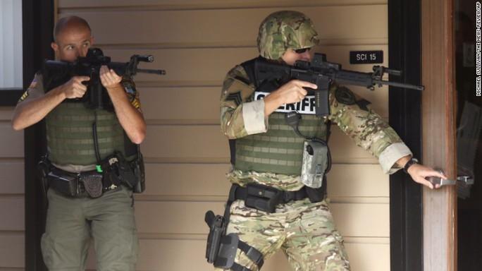 Cảnh sát tại hiện trường. Ảnh: CNN