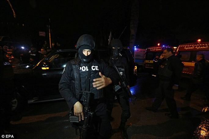 Cảnh sát tại hiện trường. Ảnh: EPA