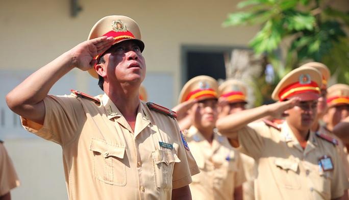 Cứ mỗi buổi sáng thứ Hai đầu tháng, các cán bộ chiến sỹ Đội Tuần tra Dẫn đoàn đều nghiêm trang làm lễ chào cờ.