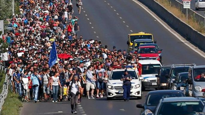 Hundreds of migrants walk along the motorway in Budapest (4 September)