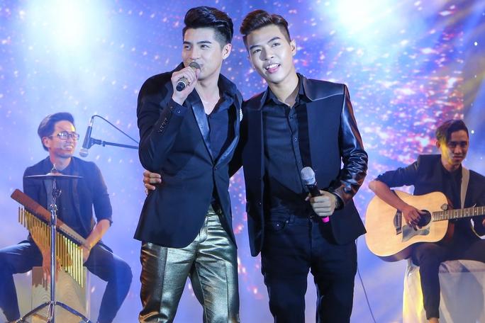 Noo Phước Thịnh song ca cùng nhạc sĩ Đỗ Hiếu- một nhạc sĩ trẻ đang được yêu mến hiện nay
