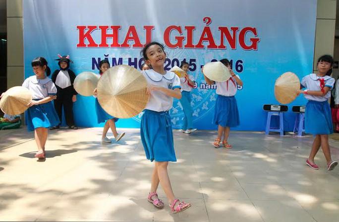 Học sinh Trường Tiểu học Nguyễn Thái Sơn (quận 3, TP HCM) chuẩn bị cho ngày khai giảng. (Ảnh chỉ có tính minh họa) Ảnh: HOÀNG TRIỀU