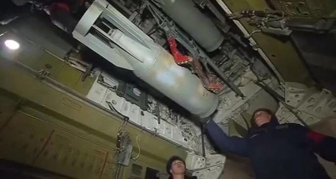 Máy bay Nga chuẩn bị trước khi tấn công IS. Ảnh: Sputnik