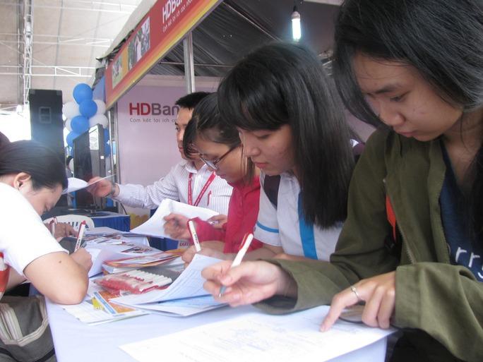Sinh viên Trường ĐH Kinh tế - Luật đăng ký thông tin tuyển dụng