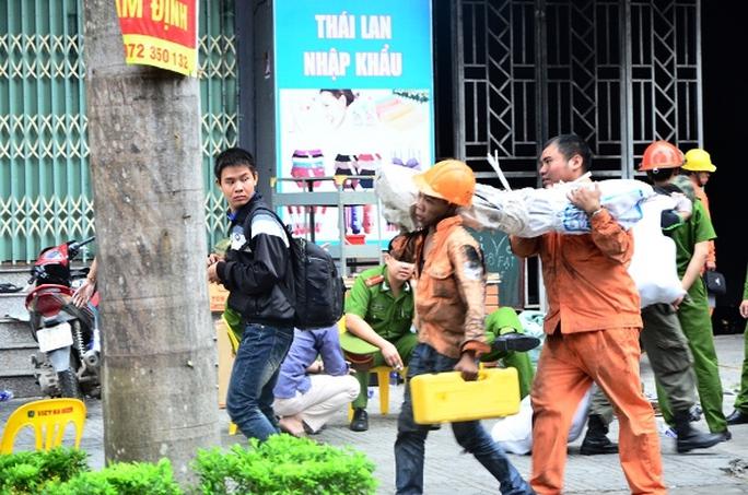 Lực lượng chức năng vẫn đang tích cực khắc phục hậu quả sau vụ cháy