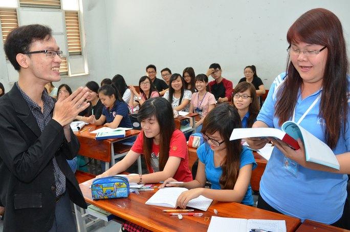 Sinh viên Trường ĐH Ngoại ngữ Tin học trong giờ học Ảnh: TẤN THẠNH