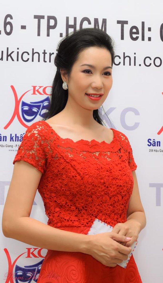 Trịnh Kim Chi rực rỡ trong buổi ra mắt sân khấu tối 12-12