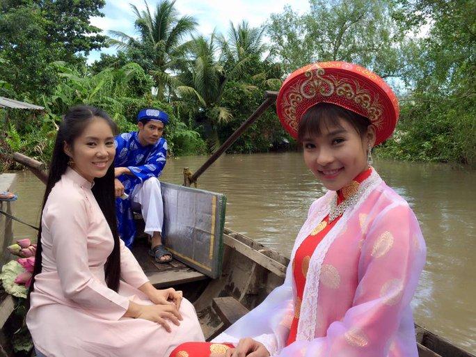 Lê Phương và Thúy Diễm trong phim Nghiêng nghiêng dòng nước