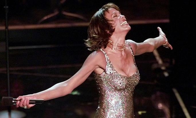 Whitney Houston sẽ lưu diễn dẫu đã qua đời 3 năm