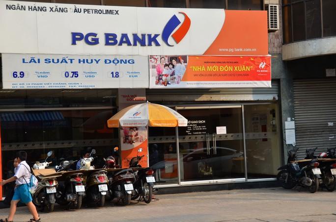 Theo chỉ đạo của Chính phủ, trong năm 2015, Petrolimex phải giảm tỉ lệ sở hữu tại PGBank từ 40% còn 20% Ảnh: TẤN THẠNH