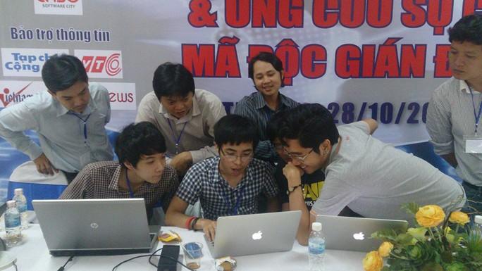 Các chuyên gia an ninh mạng của TP HCM đang diễn tập tại Công viên Phần mềm Quang Trung.