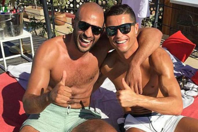 Cristino Ronaldo lại bị nghi đồng tính