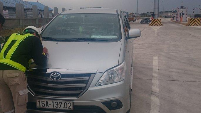 Người điều khiển xe ô tô bị ném đá trên cao tốc Hà Nội - Hải Phòng trình báo cơ quan chức năng về vụ việc