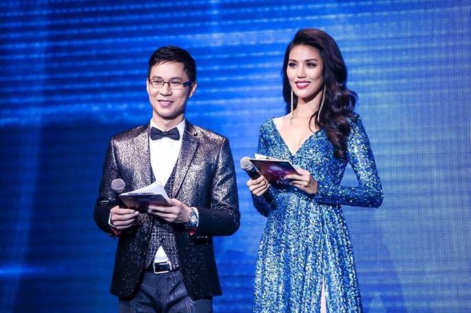 Lan Khuê làm MC trong chương trình Siêu mẫu VN 2015