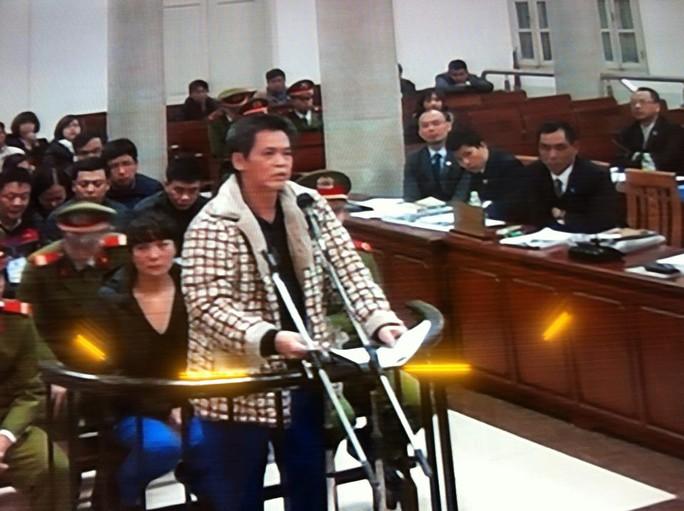 Bị cáo Phạm Thanh Tân, cựu tổng giám đốc Ngân hàng Agribank tại tòa - Ảnh chụp qua màn hình