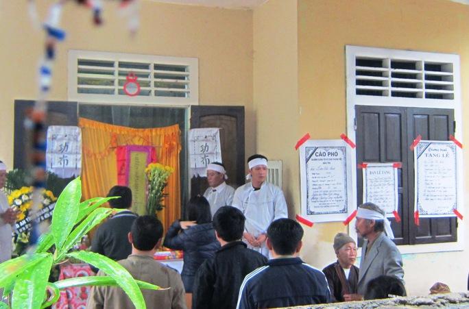 Gia đình tổ chức an táng cho bà Lâm Thị Ninh Ảnh: Hoàng Phúc