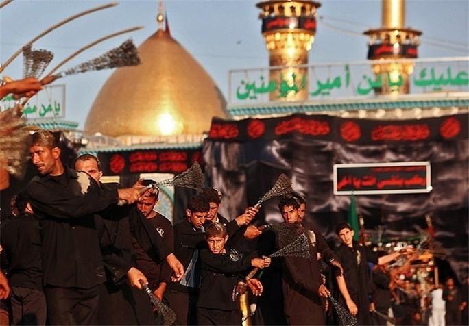 Các tín đồ mặc đồ tang, tưởng niệm cái chết của Imam Hussein, cháu trai của Đấng tiên tri Mohammed. Ảnh: Tasnim News