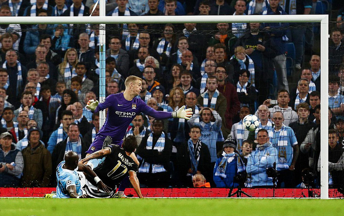 Hàng thủ Man City bất lực nhìn Mandzukic ghi bàn gỡ hòa 1-1 cho Juventus Ảnh: REUTERS