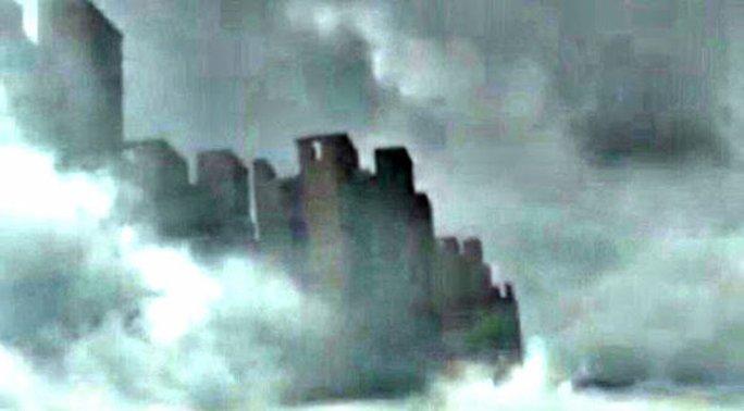 Thành phố trên mây xuất hiện ở Trung Quốc. Ảnh: YouTube