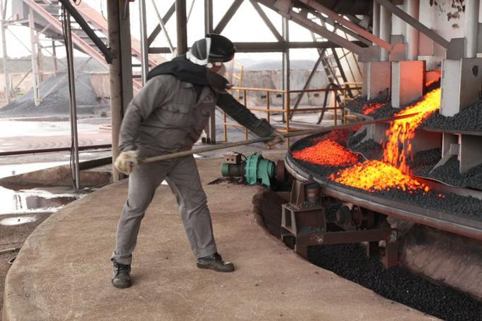 Nhiều doanh nghiệp sản xuất phôi thép lao đao vì phôi thép Trung Quốc nhập khẩu - Ảnh: Nguyễn Nhi