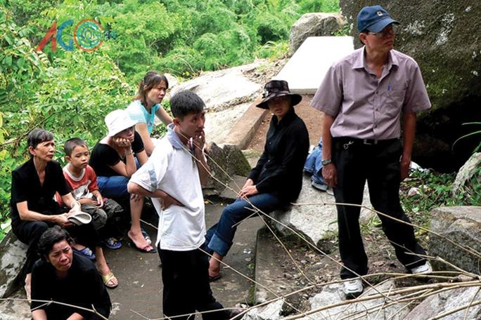 Gia đình liệt sĩ Đỗ Văn Tứ chứng kiến sự kiện khai quật hang trên đồi Ma Thiên Lãnh