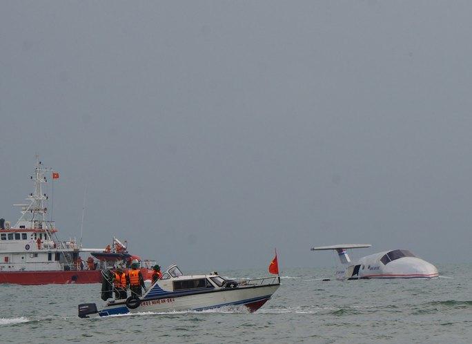 Các lực lượng tham gia diễn tập cứu hộ máy bay gặp nạn