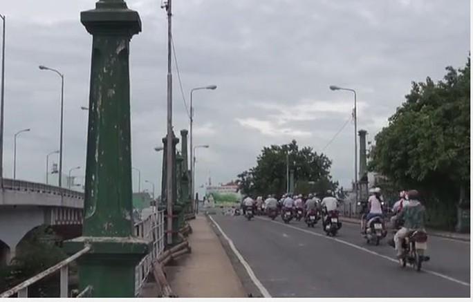 Cầu Nhị Thiên Đường 1 xây dựng từ năm 1925 nay đã xuống cấp nghiêm trọng Ảnh: C.T.V