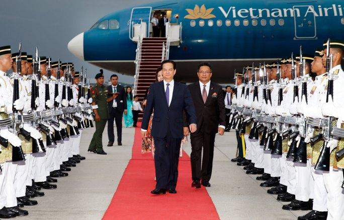 Lễ đón Thủ tướng Nguyễn Tấn Dũng tại sân bay quốc tế Kuala Lumpur (Malaysia) Ảnh: TTXVN