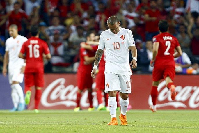 Sneijder buồn bà sau trận