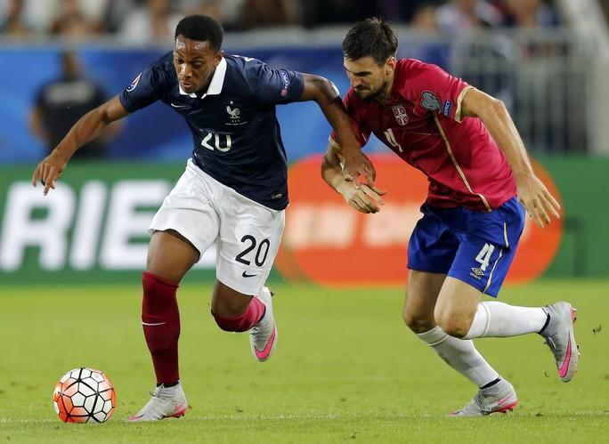 Anthony Martial (trái) trong trong trận giao hữu giữa Pháp và Serbia hôm 7-9