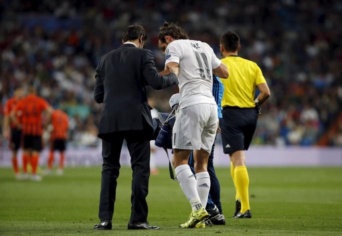 Bale bị chấn thương và rời sân