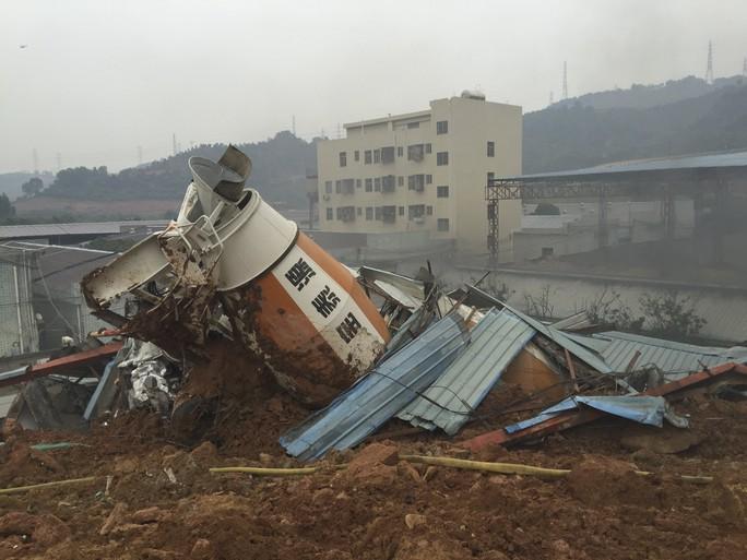 Đống đổ nát tại hiện trường vụ lở đất. Ảnh: Reuters