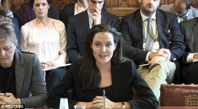 Angelia Jolie phát biểu tại Tòa nhà quốc hội Anh