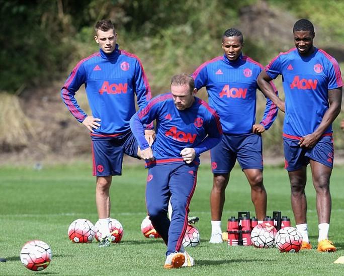 Rooney vẫn tập luyện nhưng khả năng ra sân là không nhiều