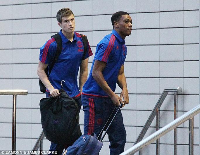 Tân binh tuổi teen 36 triệu bảng Martial của M.U (phải)