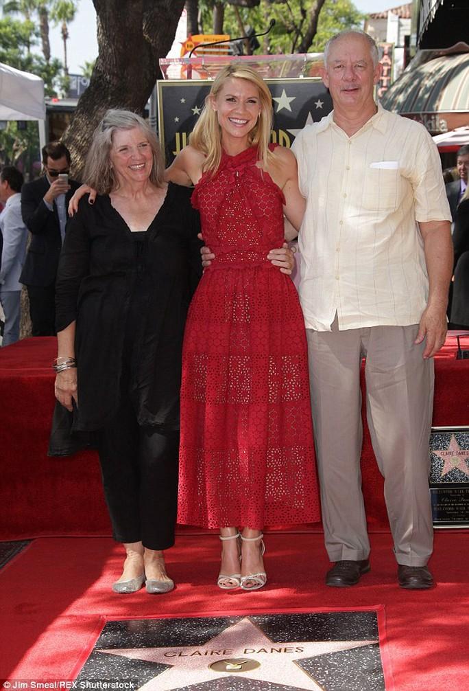Claire Danes hạnh phúc bên cha mẹ