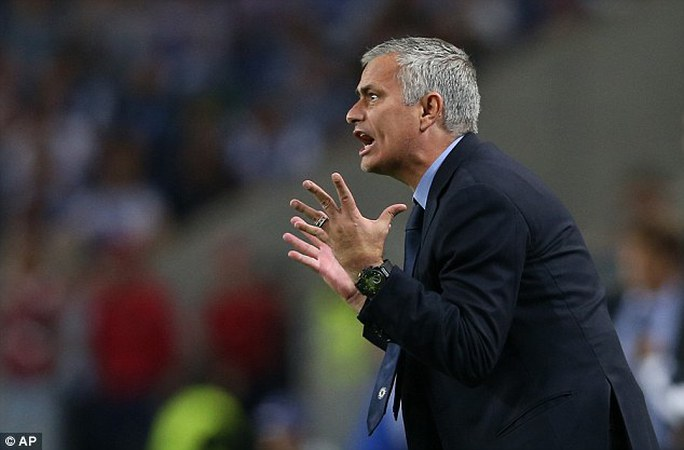 HLV Mourinho sẽ bị sa thải nếu thua Liverpool?