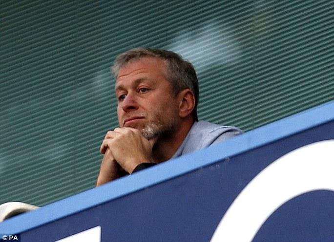 Ông chủ Abramovich đang quan sát thầy trò HLV Mourinho