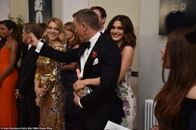 James Bond và vợ Rachel Weisz