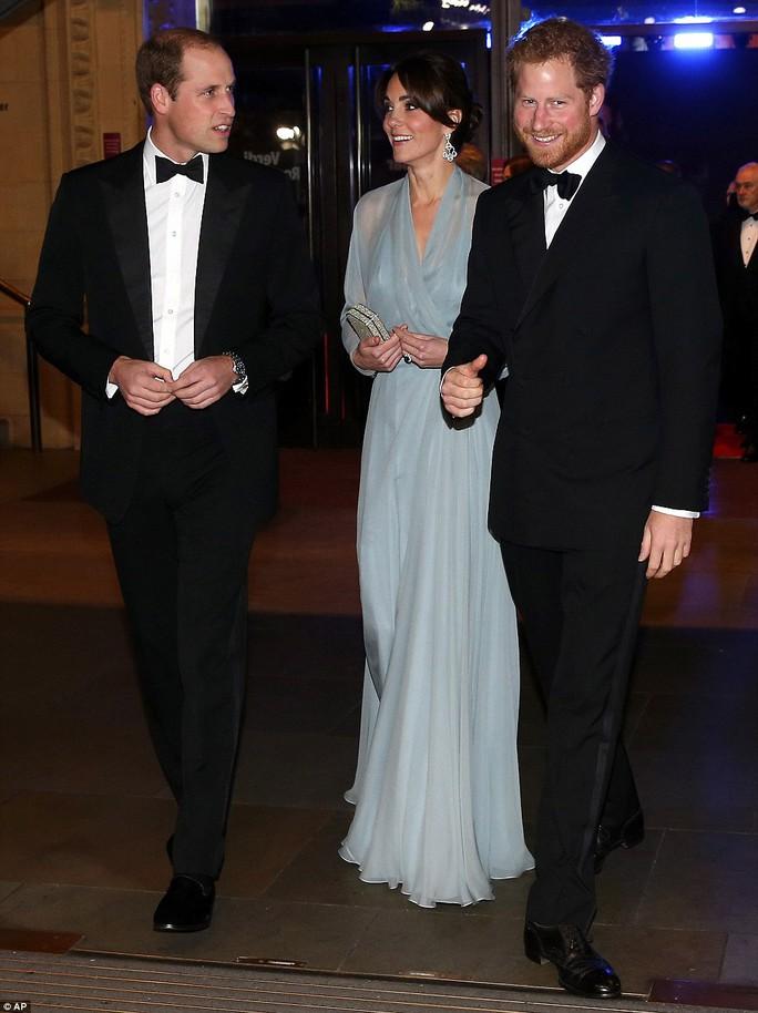 Trước đó, họ đã hội ngộ ngắn ở cung điện Kensington