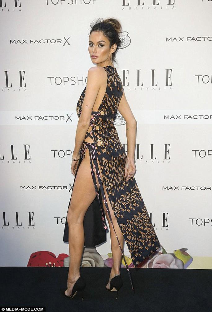 Siêu mẫu Úc hở bạo tại sự kiện thời trang
