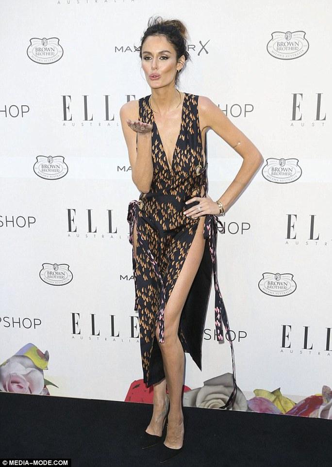 Siêu mẫu Nicole Trunfio chọn trang phục hở bạo tại sự kiện thời trang