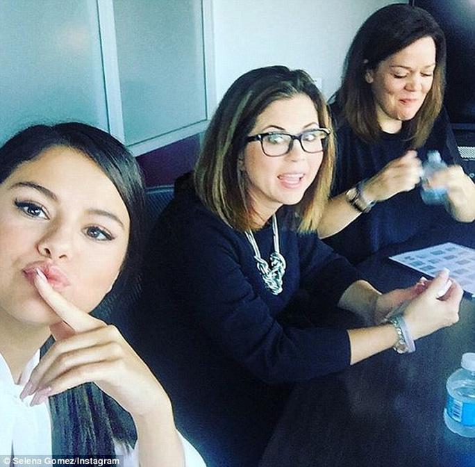 Hiện Selena tập trung cho sự nghiệp