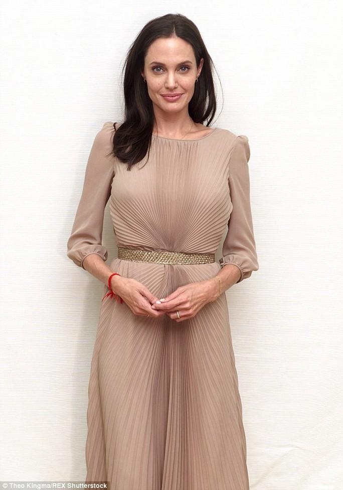 Angelina Jolie đang tích cực với vai trò đạo diễn