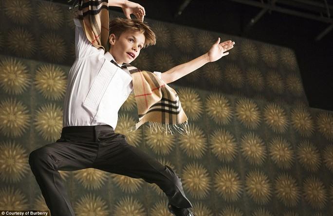 Romeo Beckham trong loạt ảnh quảng bá Burberry