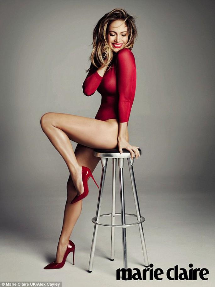 Jennifer Lopez quyến rủ trong loạt ảnh trên tạp chí