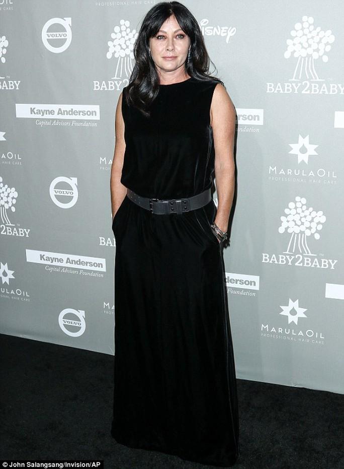 Nữ diễn viên, đạo diễn truyền hình, nhà sản xuất Shannen Doherty xuất hiện lần đầu trên thảm đỏ kể từ khi thông báo đang chiến đấu chống bệnh ung thư