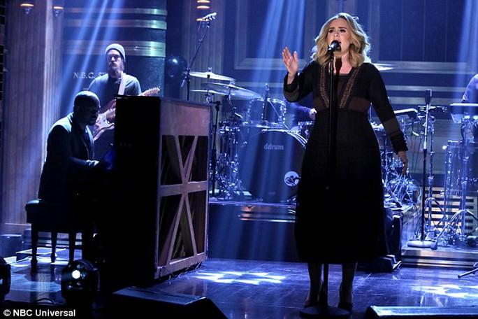 Adele xinh đẹp, quyến rũ trên sân khấu