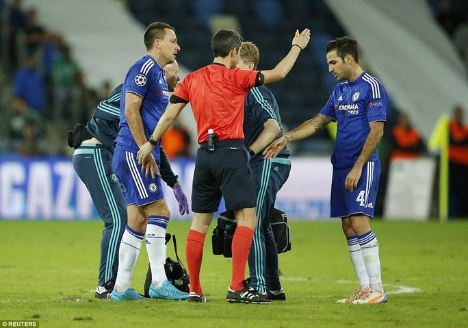 Terry chấn thương vì mặt sân xấu