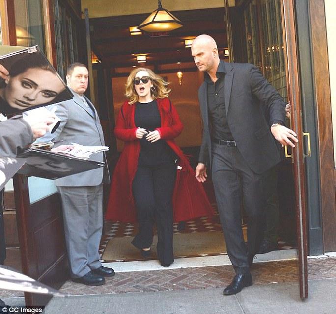 Vệ sĩ của Adele gây sốt vì vẻ ngoài điển trai